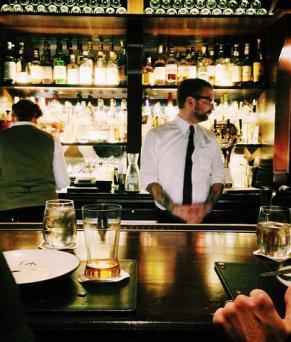 Devenez commis waiter à Londres !