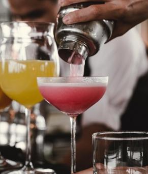 job-offer-london-barback-cocktails-glasses