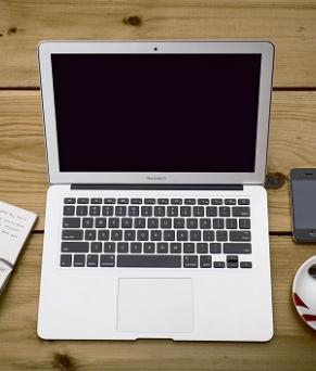 ordinateur-fiches-cafe