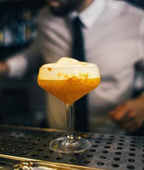 Offre d'emploi à Londres - Barback dans un bar à champagne