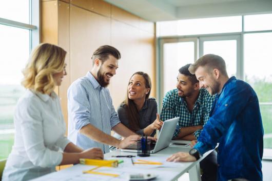 equipe marketing, stage a l etranger avec le CEI
