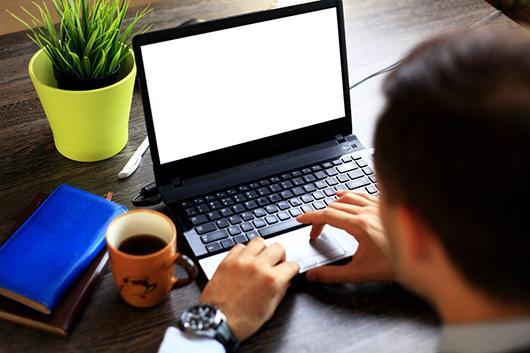 administration assistant - Internship in Dublin 15280 - laptop - office