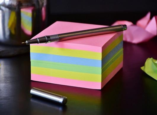 post-its-office-colours-pen