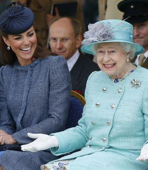 queen-elizabeth-II-kate-smiling